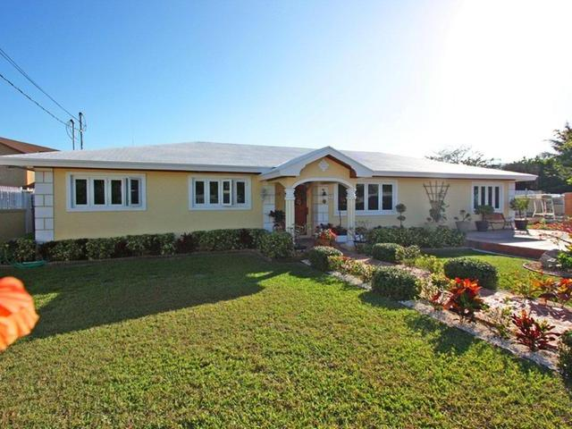 Casa Unifamiliar por un Venta en Pioneers Court, Sea Breeze Lane Sea Breeze, Nueva Providencia / Nassau Bahamas
