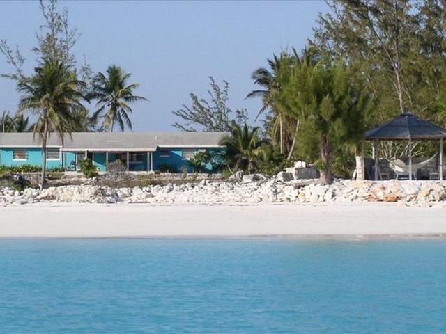 Casa Unifamiliar por un Venta en Galloway Beach House, Beachfront Galloway House Galloway Landing, Long Island Bahamas