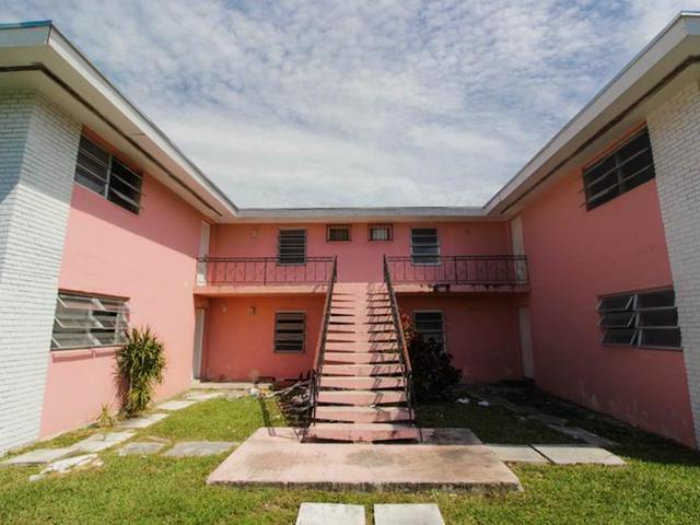 多户住宅 为 销售 在 Tangelo Court Freeport, 大巴哈马/自由港 巴哈马