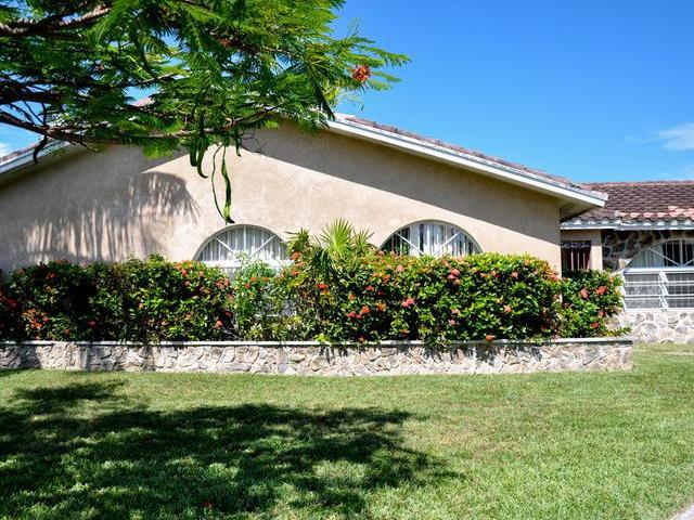 Single Family Home for Sale at Bahamia Fixer Upper, 37 Bahamia West Bahamia, Freeport And Grand Bahama Bahamas