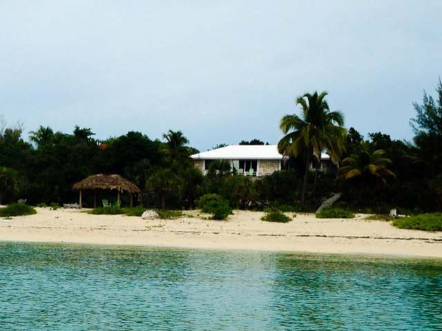 Casa Unifamiliar por un Venta en Hibiscus House Current, Eleuthera Bahamas