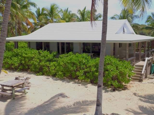 Casa Unifamiliar por un Venta en Coconut Grove Cottag, Coconut Grove Cot-Mowc Man-O-War Cay, Abaco Bahamas