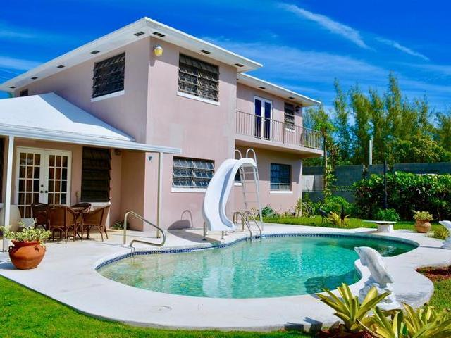 Casa Unifamiliar por un Venta en Waterfront Home, Coral Harbour Canal Coral Harbour, Nueva Providencia / Nassau Bahamas
