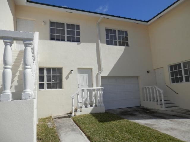 Casa Multifamiliar por un Venta en Bahamia Triplex, Gold Coin Avenue Bahamia, Gran Bahama Freeport Bahamas