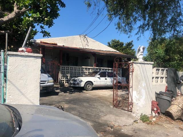 Multi-Family Home for Sale at Hay Street East Street, Nassau And Paradise Island Bahamas