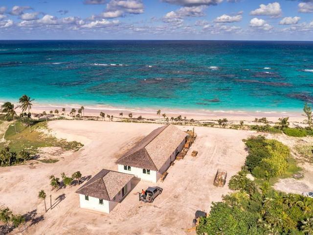 Casa Unifamiliar por un Venta en Beach Front Villa Palmetto Point, Eleuthera Bahamas