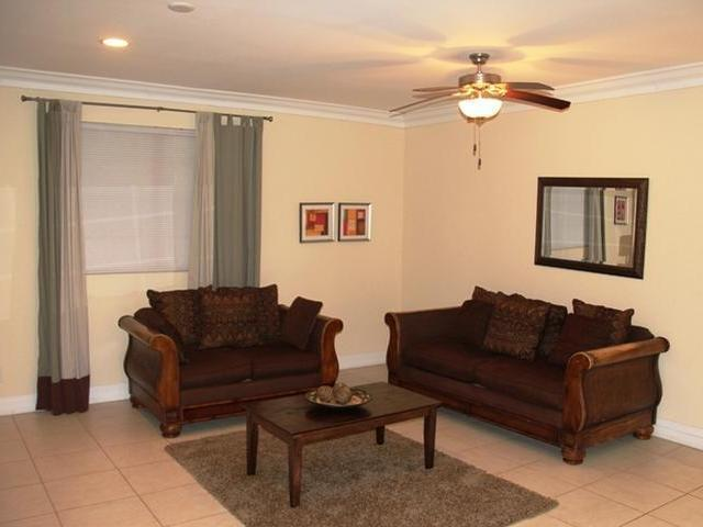 Casa Unifamiliar por un Alquiler en Devonshire Cable Beach, Nueva Providencia / Nassau Bahamas