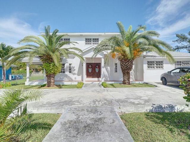 Casa Multifamiliar por un Venta en 200 Plateaus Ave Prince Charles Drive, Nueva Providencia / Nassau Bahamas