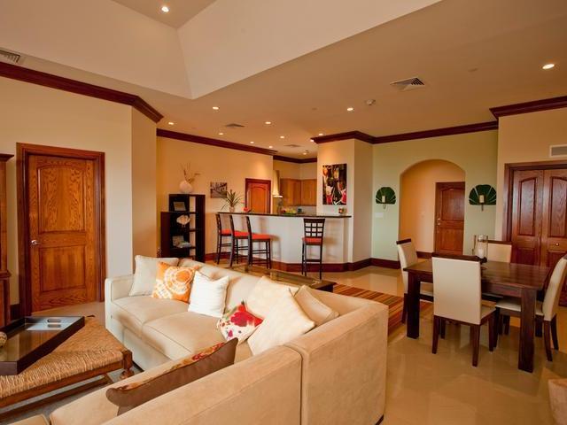 共管式独立产权公寓 为 销售 在 Caves Heights Caves Heights, 海湾街, 新普罗维登斯/拿骚 巴哈马