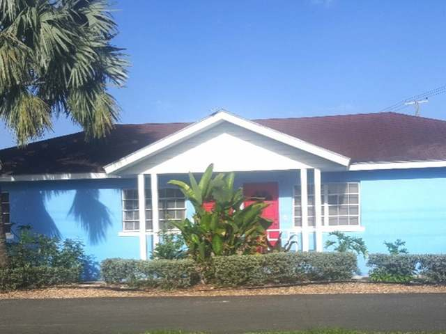 Casa Multifamiliar por un Venta en Sea Breeze Sea Breeze, Nueva Providencia / Nassau Bahamas
