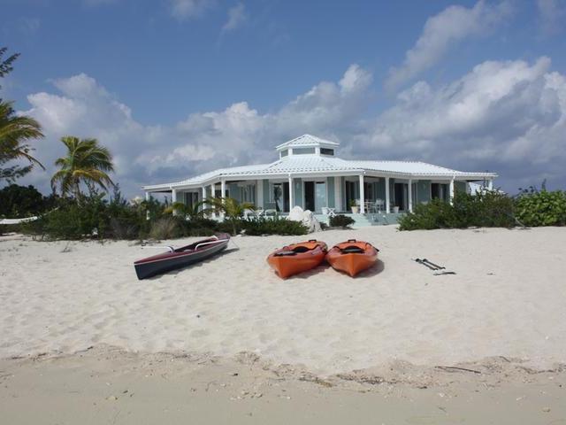独户住宅 为 销售 在 3/2 BEACHFRONT HOME, Sunset Beach - Whymms Wemyss Settlement, 长岛 巴哈马