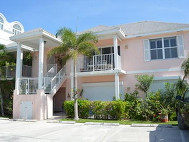 Condominio por un Alquiler en Palms of Love Beach, West Bay Street Love Beach, Nueva Providencia / Nassau Bahamas