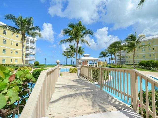 Condominio por un Alquiler en Bayroc, West Bay Street Bayroc, Cable Beach, Nueva Providencia / Nassau Bahamas