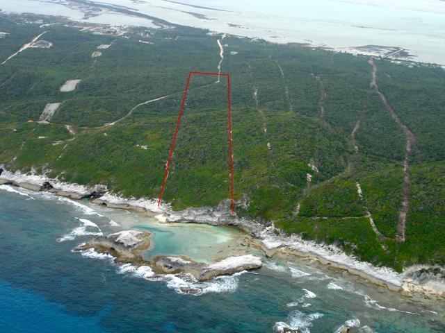 土地,用地 为 销售 在 12 Acre Oceanfront Parcel Pettys, 长岛 巴哈马