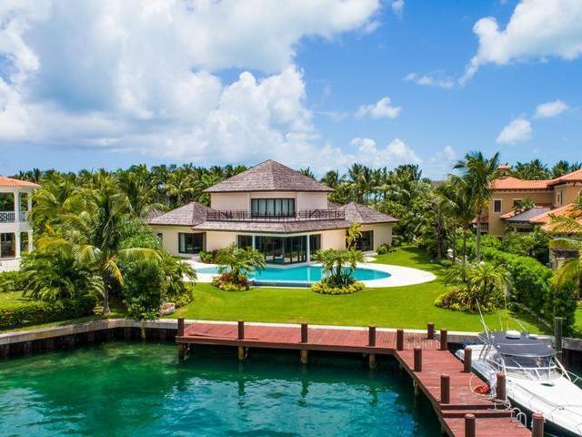 Single Family Home for Sale at Capanna Lussa, Ocean Club Estates Ocean Club Estates, Paradise Island, Nassau And Paradise Island Bahamas