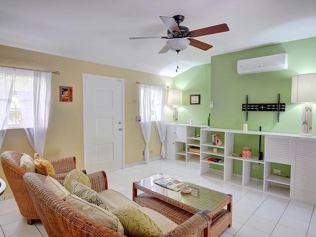 Casa Unifamiliar por un Alquiler en West Bay Street Love Beach, Nueva Providencia / Nassau Bahamas