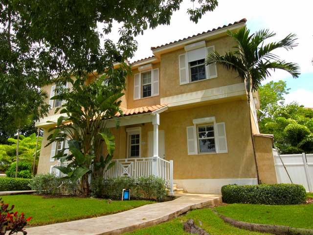 Condominio por un Venta en Balmoral, Sanford Drive Balmoral, Prospect Ridge, Nueva Providencia / Nassau Bahamas