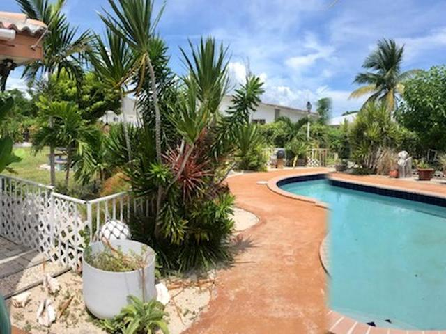 Single Family Home for Sale at 63 Seabreeze Lane Lucaya, Freeport And Grand Bahama Bahamas