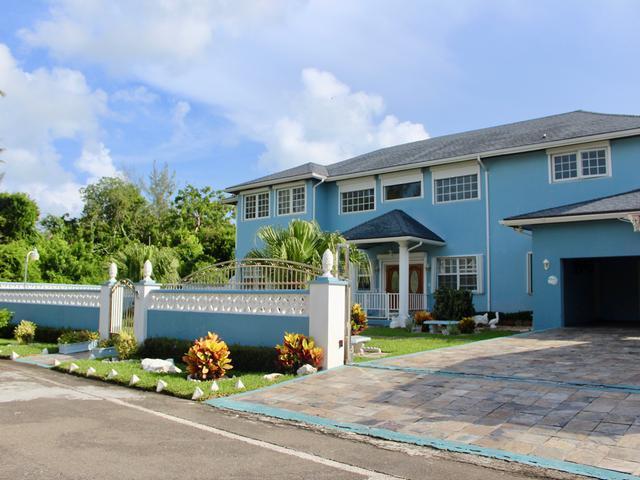 Casa Unifamiliar por un Venta en Lake Cunningham, 72 Lake Cunningham Lake Cunningham, Nueva Providencia / Nassau Bahamas