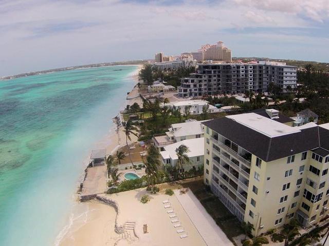 Condominio por un Alquiler en Carefree, West Bay Street Cable Beach, Nueva Providencia / Nassau Bahamas