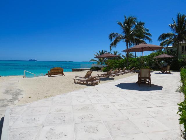 Condominio por un Alquiler en Carefree, Cable Beach Cable Beach, Nueva Providencia / Nassau Bahamas