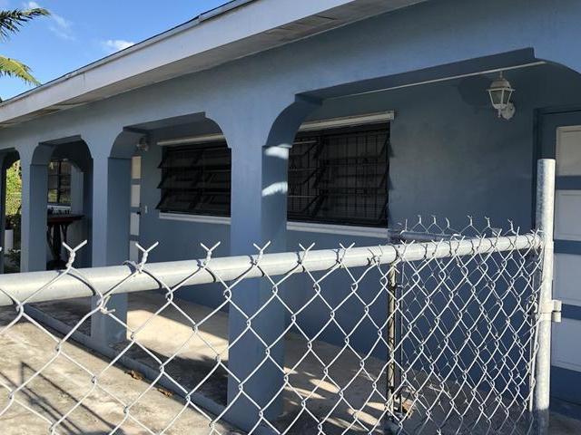 Casa Multifamiliar por un Venta en Rolls Court Duplex, Soldier Road Nassau Village, Soldier Road, Nueva Providencia / Nassau Bahamas
