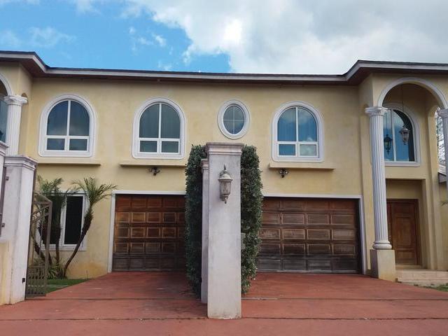 多户住宅 为 出租 在 2 Westridge townhous, Kd Albury Dr, Westridge Westridge Estates, Westridge, 新普罗维登斯/拿骚 巴哈马