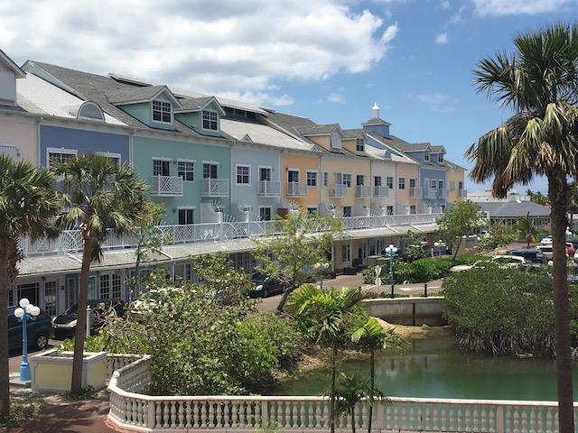 Comercial por un Alquiler en 7 & 8 North Buckner Square, Sandyport Cable Beach, Nueva Providencia / Nassau Bahamas