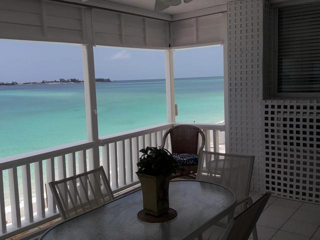 Condominio por un Alquiler en Ocean Condo, West Bay St Cable Beach, Nueva Providencia / Nassau Bahamas