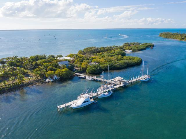 Comercial por un Venta en The Other Shore Club, The Other Shore Club, Green Turtle Cay, Abaco Green Turtle Cay, Abaco Bahamas