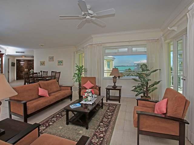 Condominio por un Venta en Bayroc 404, West Bay St Bayroc, Cable Beach, Nueva Providencia / Nassau Bahamas